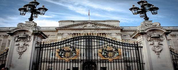 buckingham-palace-gates.jpg